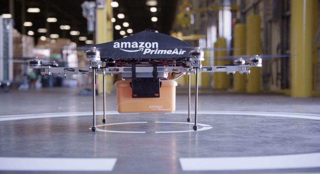 Amazon dostarczył dronem pierwszą przesyłkę Flyandwatch.pl
