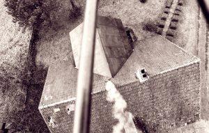 Nalot punktowy drona nadkomin wcelu pobrania próbek zanieczyszczeń dopomiaru. Fot.Flyandwatch